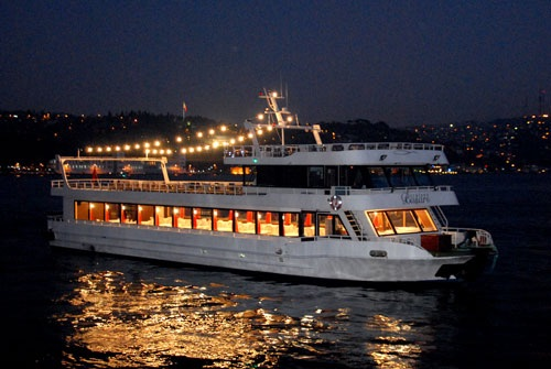 boat-wedding-in-istanbul-bosphorus-turkey